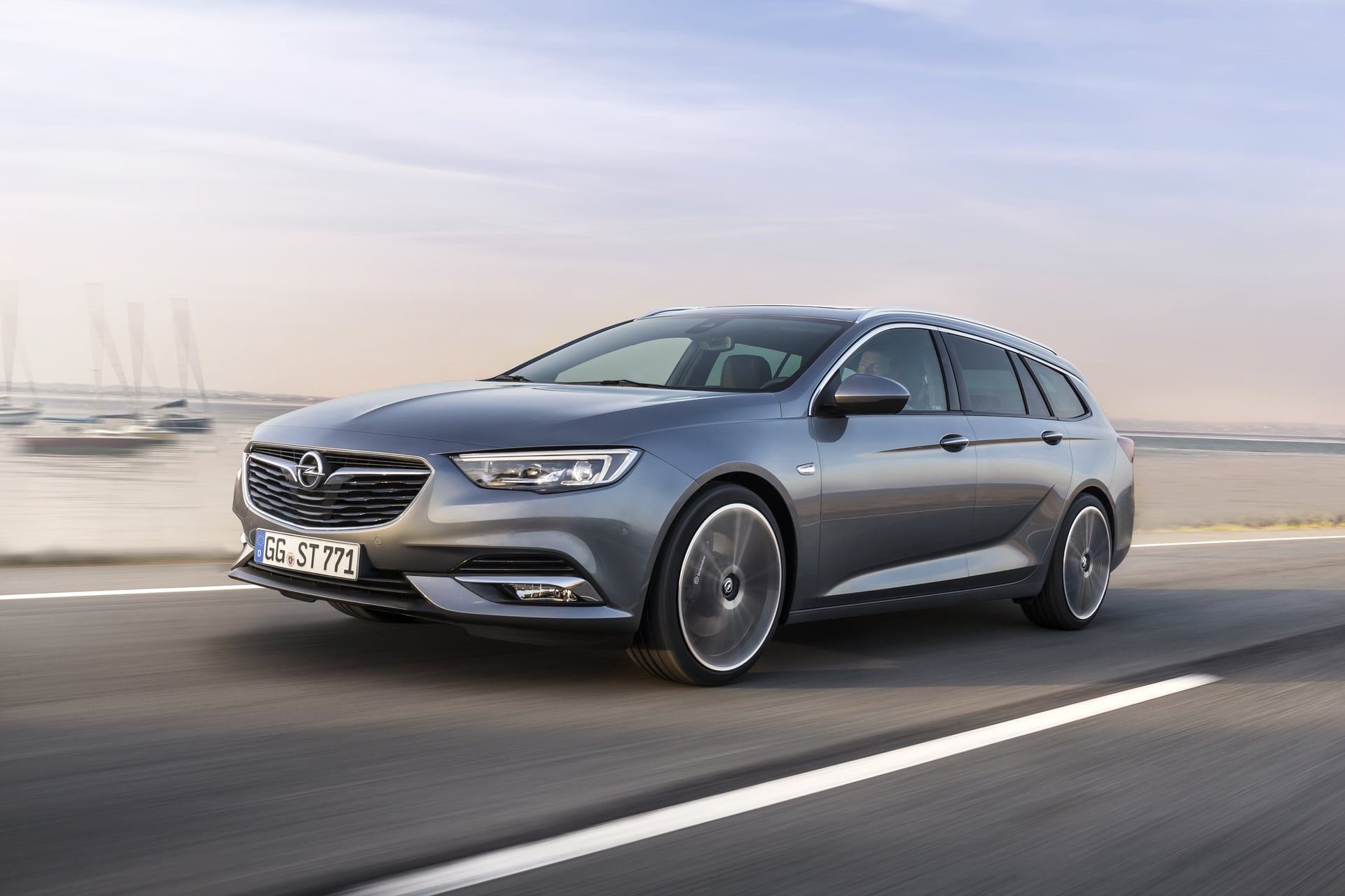 der neue opel insignia sports tourer ist startklar autosprintch. Black Bedroom Furniture Sets. Home Design Ideas