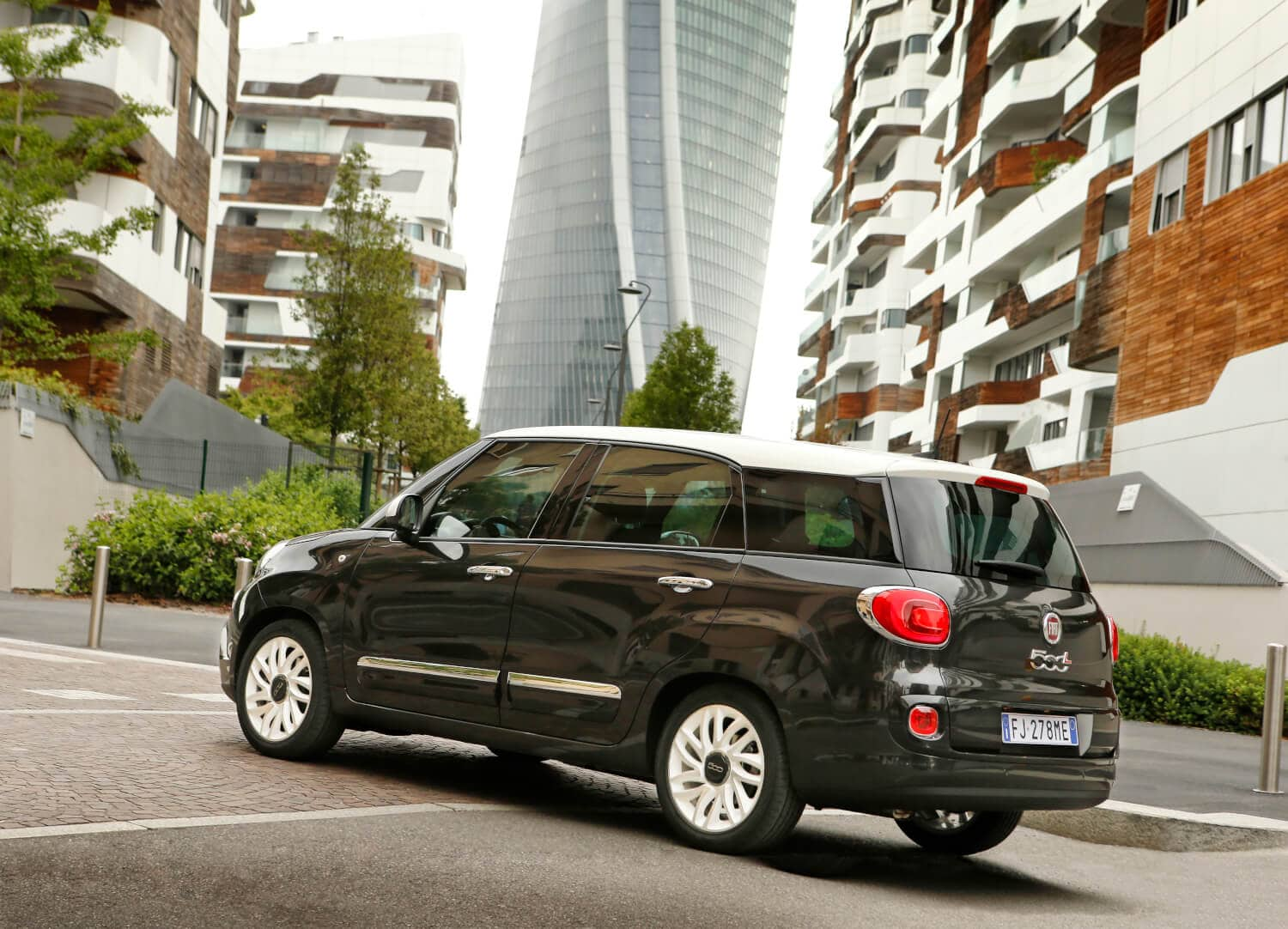 fiat 500l jetzt als urban wagon und cross autosprintch. Black Bedroom Furniture Sets. Home Design Ideas