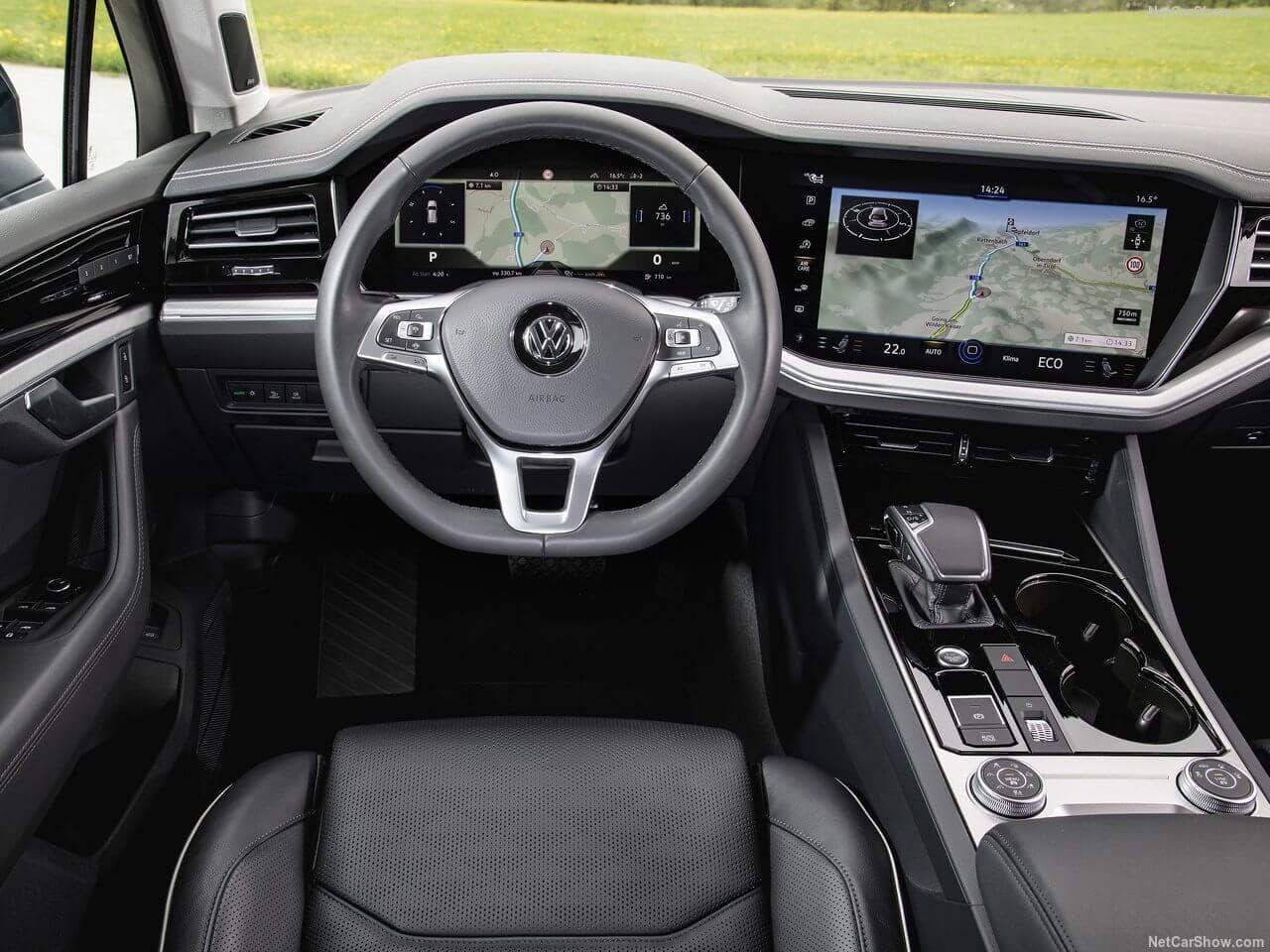 volkswagen  faehrt sich der neue touareg autosprintch